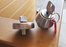 シリンダー式金庫の鍵 開錠